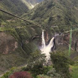 cachoeira banos ecuador